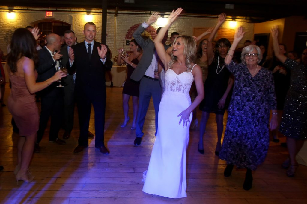 dancing_wedding_reception