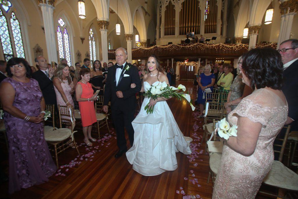 bride_walking_down_the_isle