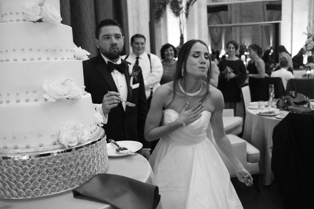 bride_cake_cutting
