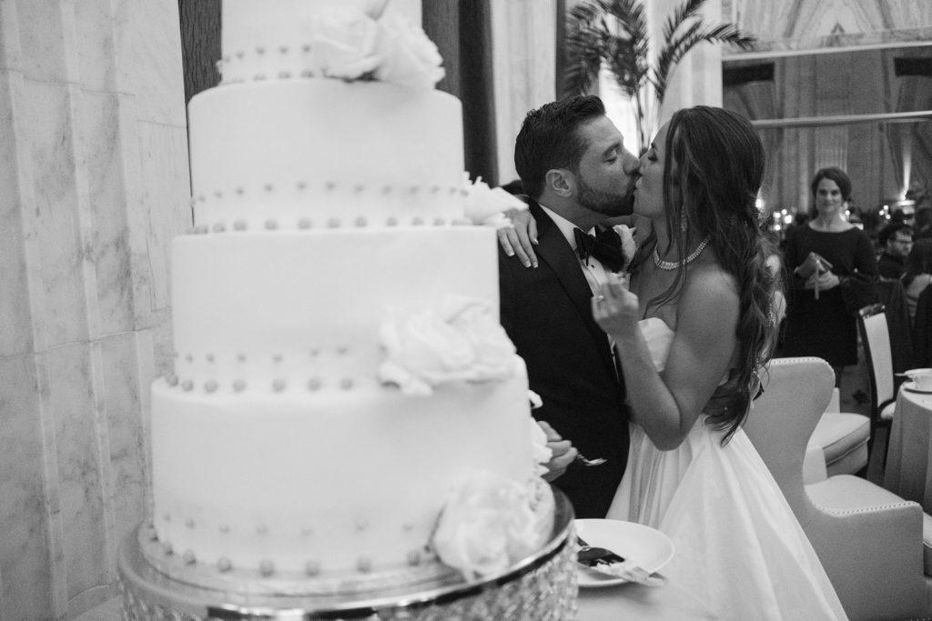 cake_cutting_kiss