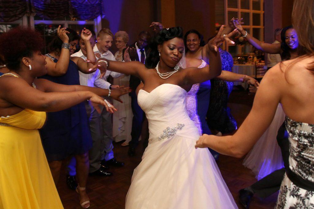 wedding_reception_dancing_primero_photo