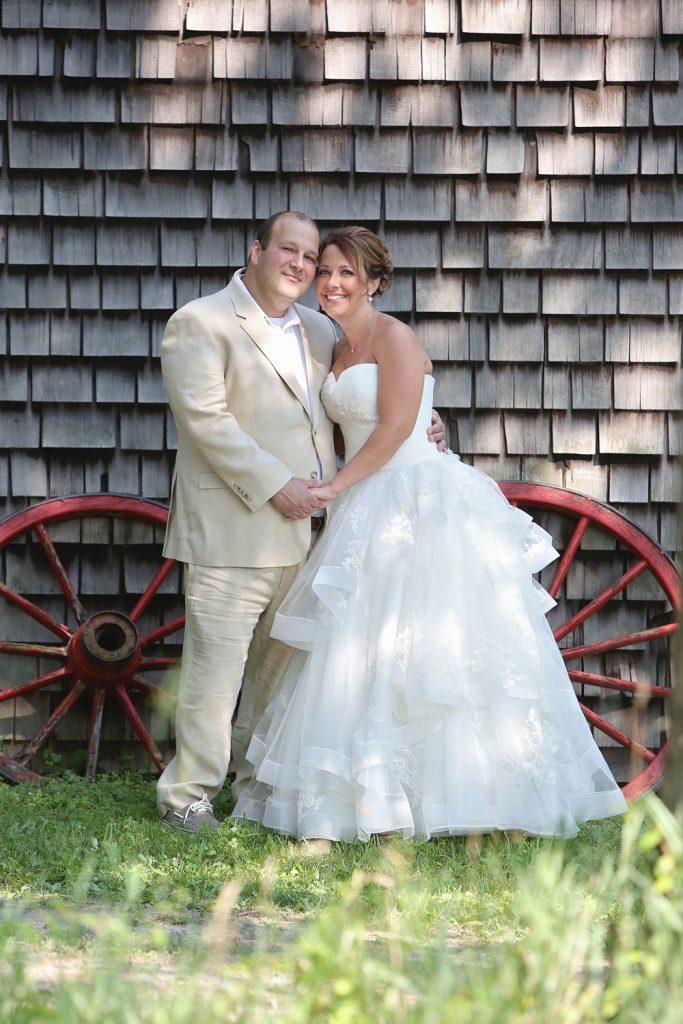 bride_and_groom_barn_wedding
