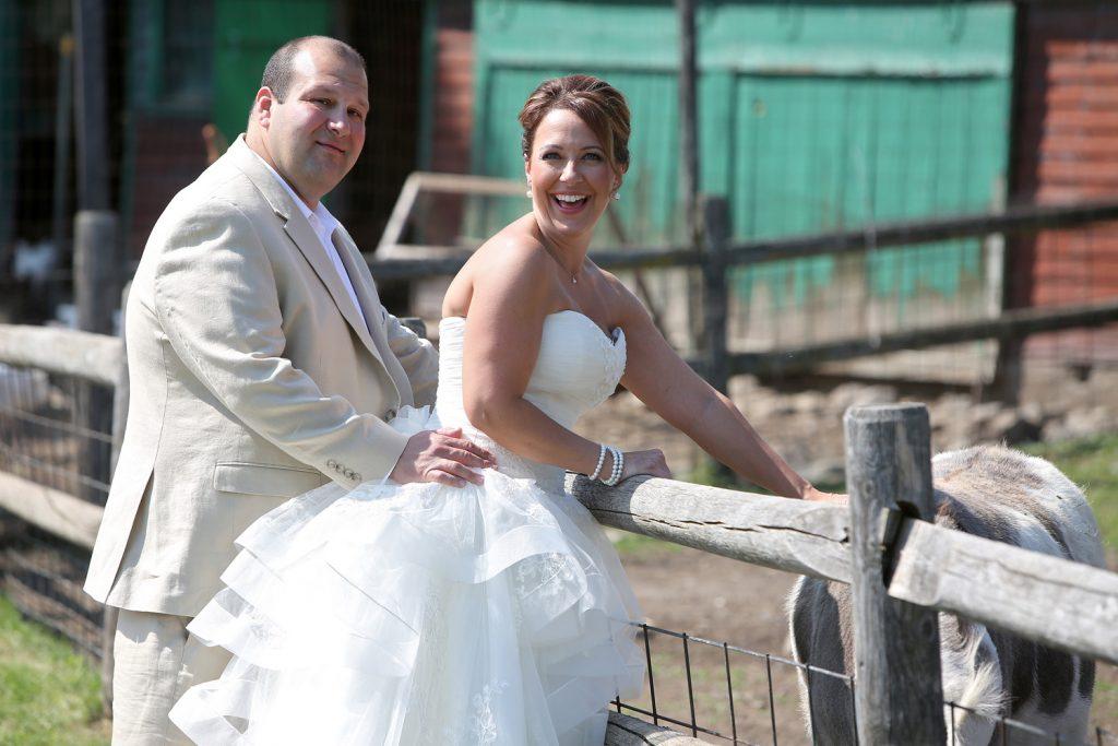 wedding_couple_on_a_farm