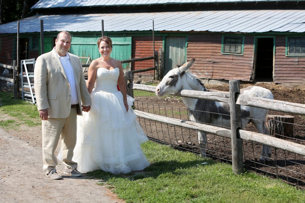 wedding_couple_with_farm_animals
