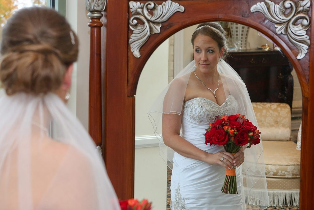 bride_in_mirror
