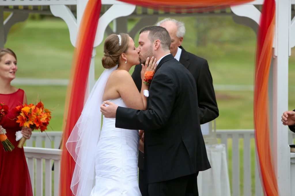 ceremony_kiss