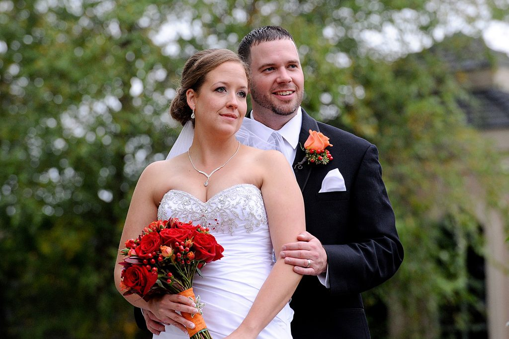 bride_and_groom_fall_foliage