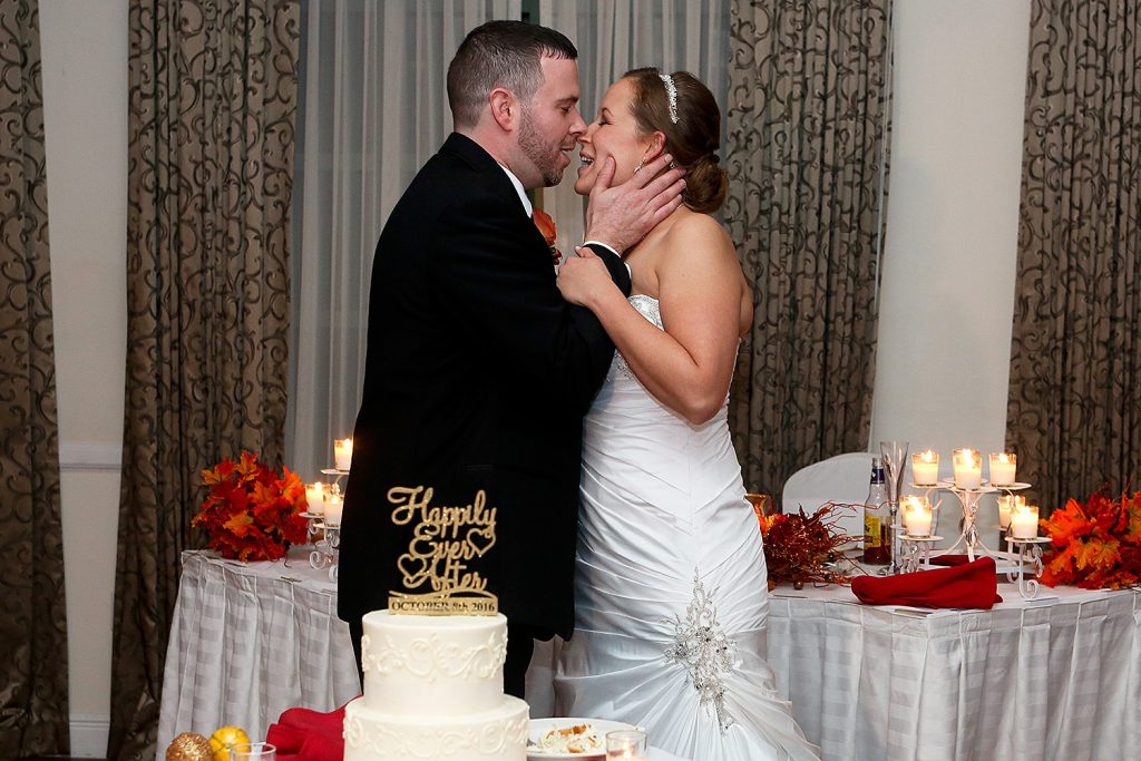 cake_cutting_fall_wedding